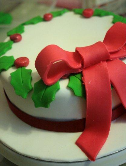 Finished xmas holly wreath cake
