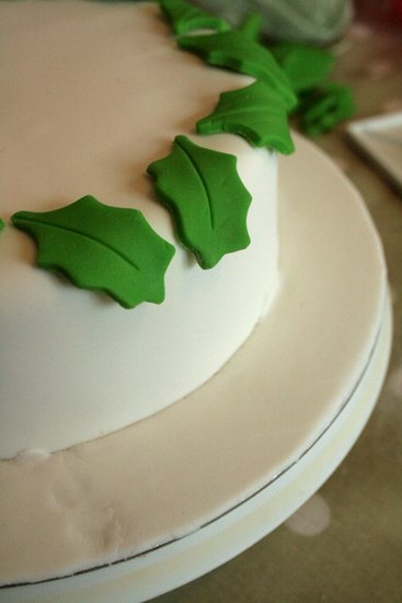 holly cake detail