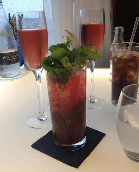 stawberry mojito mocktail and rose nyetimber